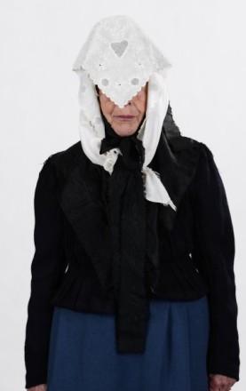 Bergwinkeltracht Frau in Trauerkleidung