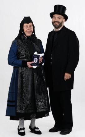 Bergwinkeltracht Paar in Festtagstracht