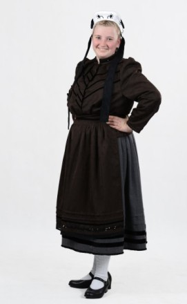Frau in Bunstruther Tracht