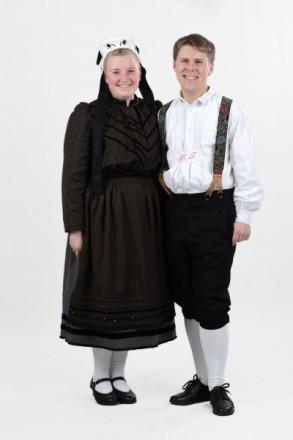 Paar in Bunstruther Festtagstracht