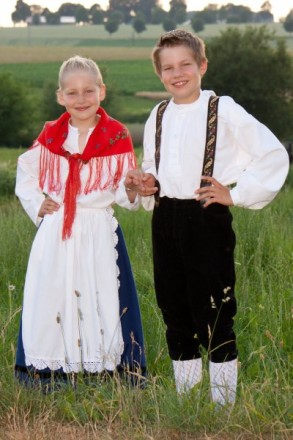 Kinder in Bunstruther Tracht