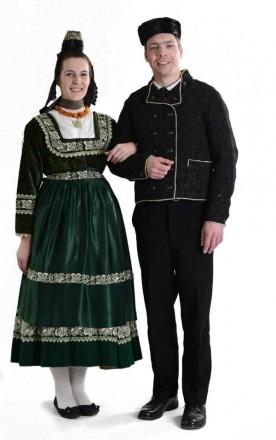 Paar in Marburger Evangelischer Tracht