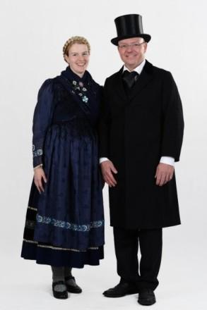 Paar in Schönsteiner Tracht