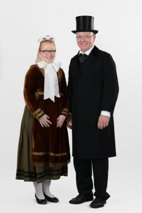 Paar in Schweinsberger Tracht