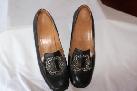 Schuhe der Frau in Lauterbacher Tracht