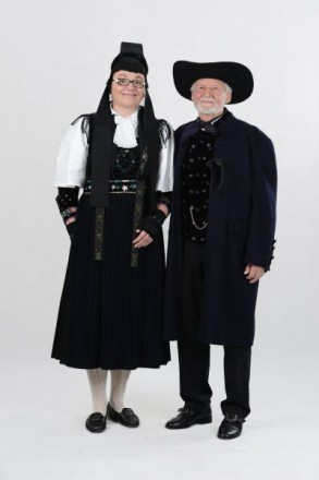 Paar in der Tracht des Amtes Biedenkopf