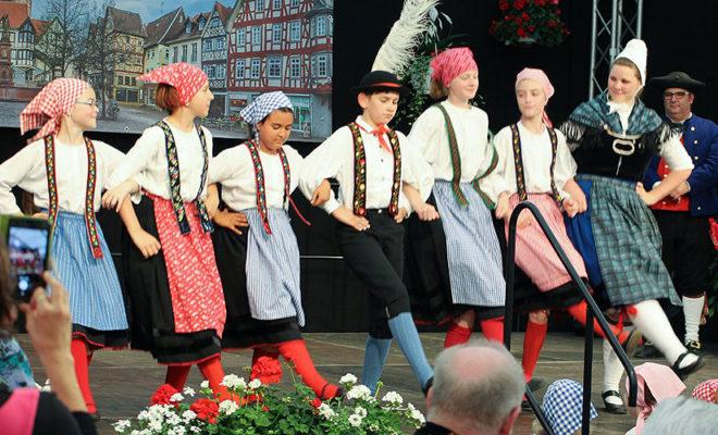 Bunte Trachten - Bunte Reigen @ Trachtenland Hessen, Hessentag | Korbach | Hessen | Deutschland